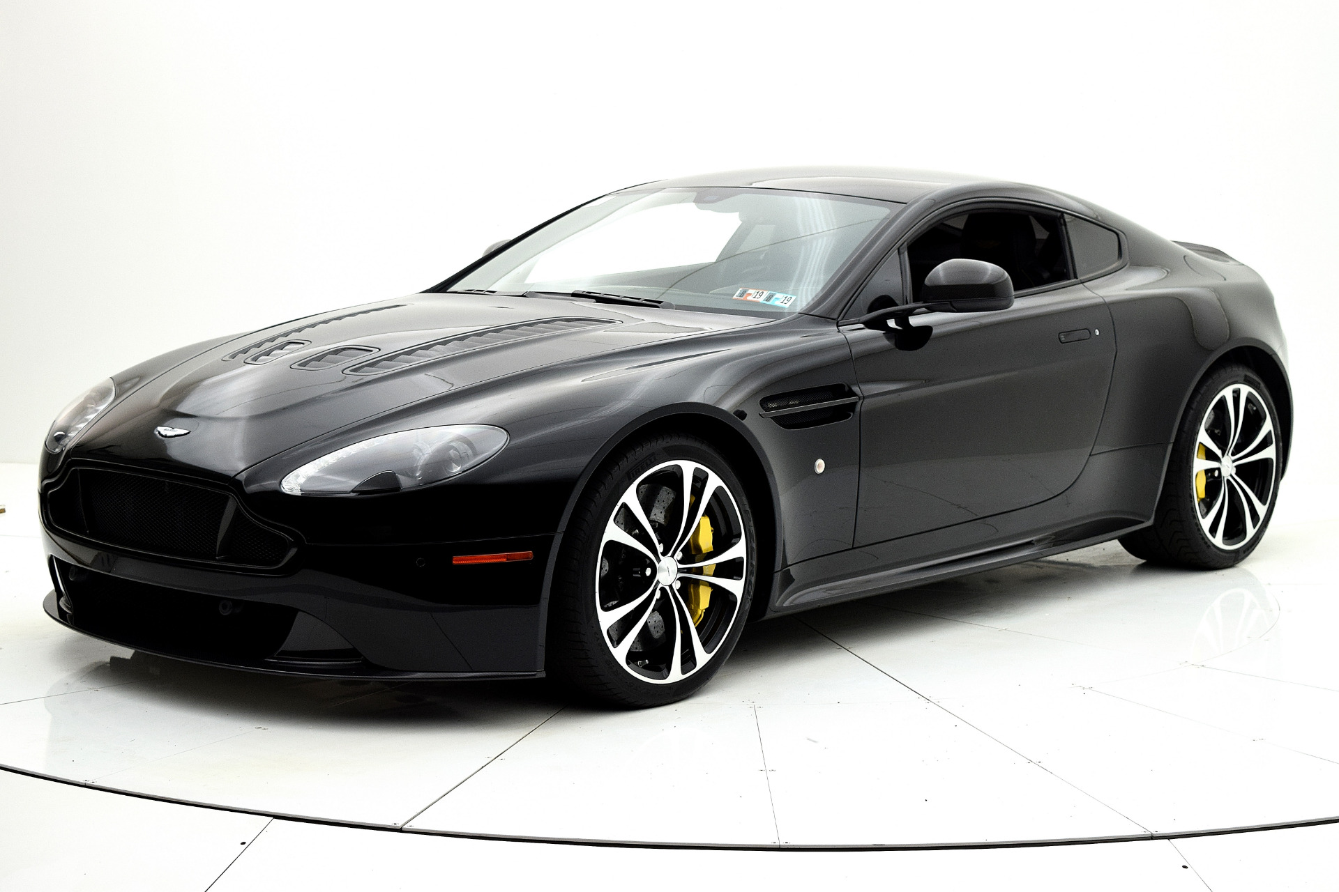 Used 2015 Aston Martin V12 Vantage S Coupe for sale $98,880 at F.C. Kerbeck Aston Martin in Palmyra NJ 08065 2