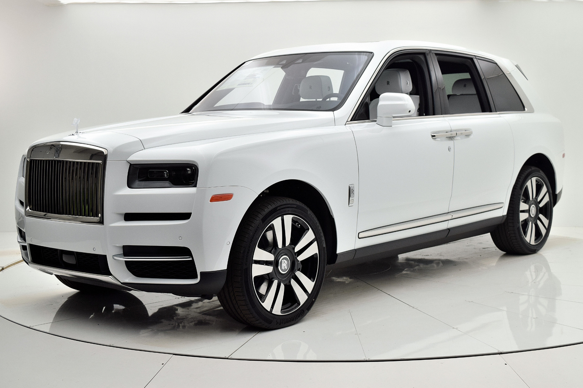 Used 2019 Rolls-Royce Cullinan for sale $349,880 at F.C. Kerbeck Aston Martin in Palmyra NJ 08065 2