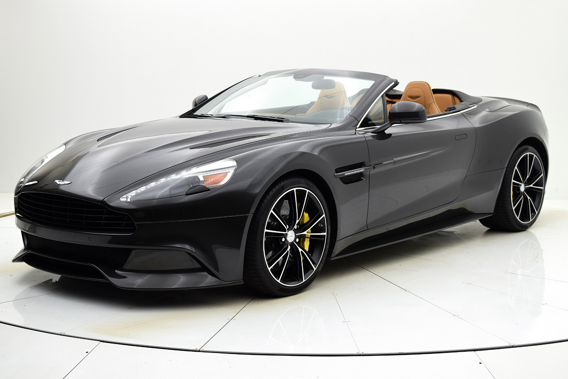 Used 2014 Aston Martin Vanquish Volante for sale Sold at F.C. Kerbeck Aston Martin in Palmyra NJ 08065 2
