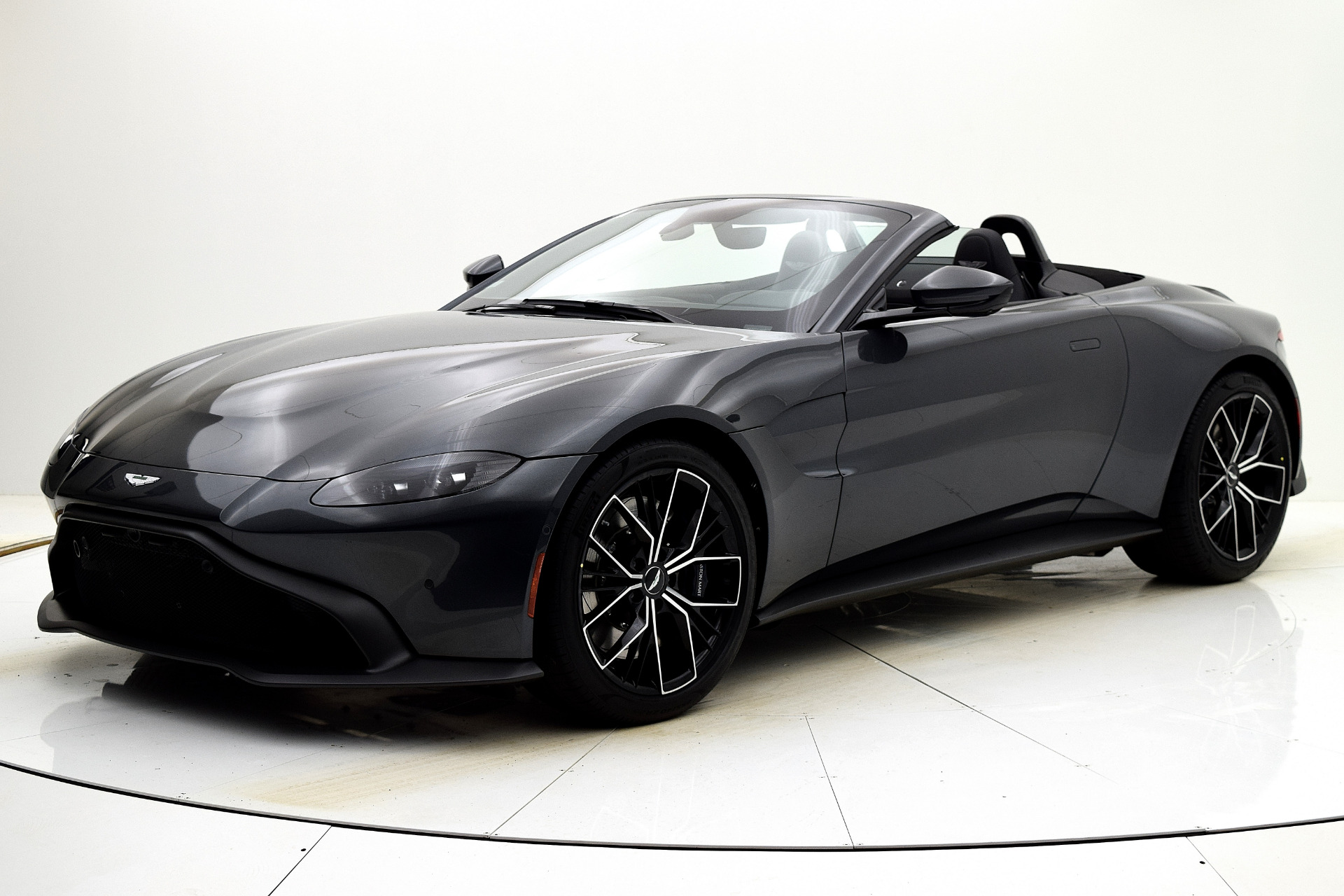 New 2021 Aston Martin Vantage Roadster for sale $164,786 at F.C. Kerbeck Aston Martin in Palmyra NJ 08065 2
